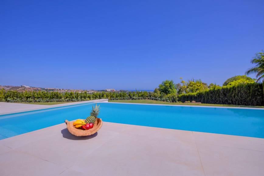Lujosa y moderna villa con espectaculares vistas en Río Real Marbella